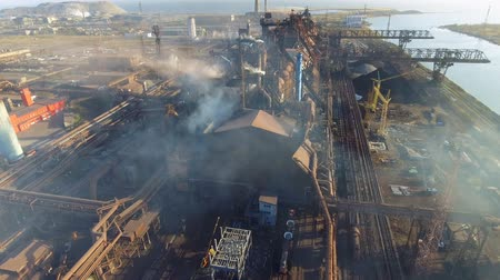 эффективный : aerial view of power plant