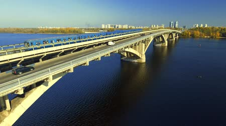 metropolitní : Train in Motion at The Metro Bridge through the Dnipro river in Kiev. Aerial.