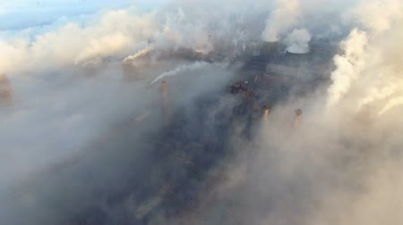 dioksit : Top view of the metallurgical plant. Smoke coming out of factory pipes. ecology