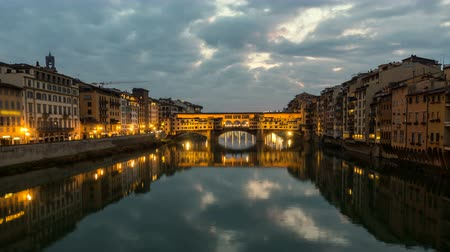 toscana : Night Timelapse of Ponte Vecchio at sunset, Florence, Tuscany, Italy.