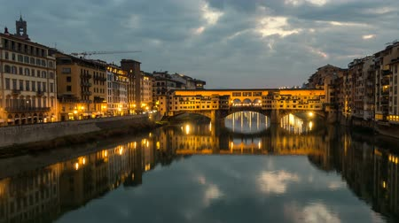 toszkána : Night Timelapse of Ponte Vecchio at sunset, Florence, Tuscany, Italy.