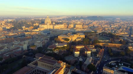 바티칸 : Rome skyline cityscape with Vatican City landmark at sunrise in Italy