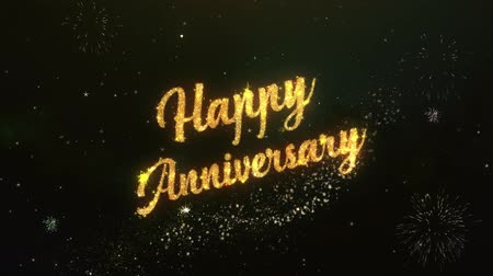 годовщина : Happy Anniversary Greeting Text Made from Sparklers Light Dark Night Sky With Colorfull Firework.