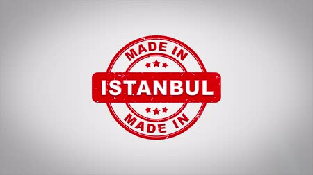 istanboel : Made In ISTANBUL Ondertekend Stamping Text Wooden Stamp Animation. Rode inkt op schone achtergrond van wit papier met groene achtergrond in achtergrond. Stockvideo