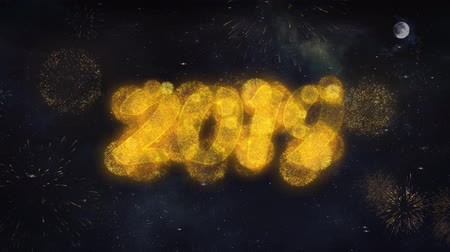 anos : 2019 2 Text Typography Reveal From Golden Firework Crackers Particles Night Sky 4k Background. Greeting card, Celebration, Party, Invitation, Gift, Event, Message, Holiday, Wish Festival Archivo de Video