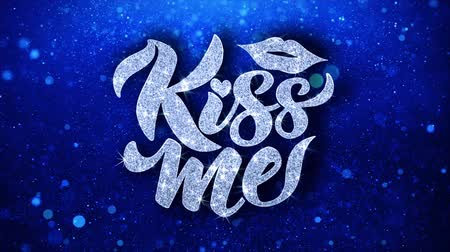 carte voeux : Kiss Me Blue Text Greetings card Résumé clignotant Sparkle Glitter Particle Looped Background. Cadeau, carte, invitation, célébration, événements, message, festival de vacances