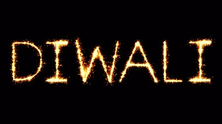 post it : Diwali Text Sparkler Writing With Glitter Sparks Particles Firework on Black 4K Loop Background. Wenskaart, uitnodiging, feest, feest, cadeau, bericht, wensen, festival.