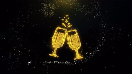 cin cin : Cheers Celebration Toast Two Glasses Champagne Icon on Gold Glitter Particles Spark Exploding Fireworks Display. Oggetto, forma, testo, design, elemento, animazione 4K di simboli.