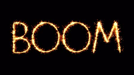 oeps : Boom Text Sparkler Writing With Glitter Sparks Particles Firework on Black 4K Loop Background. Wenskaart, uitnodiging, feest, feest, cadeau, bericht, wensen, festival. Stockvideo