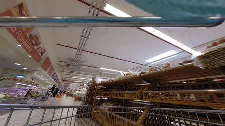 bevásárlókocsi : Food Shopping Time Lapse - BRACCIANO, LAZIO, ITALY - APRIL 8, 2014: Food shopping in Conad superstore, time lapse video, illustrative editorial.
