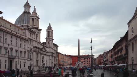 редакционный : ROME, ITALY - JUNE 18, 2014: Video of Navona Square with the church Sant Agnese In Agone on the left side. Sant Agnese in Agone  is a 17th-century Baroque church.