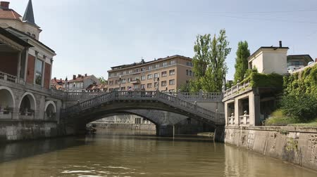 hármas : LJUBLJANA, SLOVENIA - AUGUST 29, 2018: The Triple Bridge connecting the Ljubljana, historical, town on one bank, and the modern city of Ljubljana, capital of Slovenia, on the other.