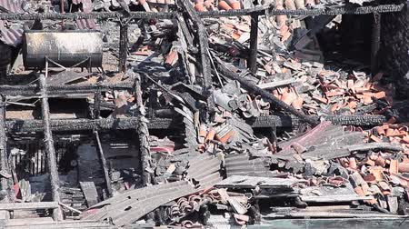 yıkıldı : Rubble and ashes remained from a burnt attic in an old building. Stok Video