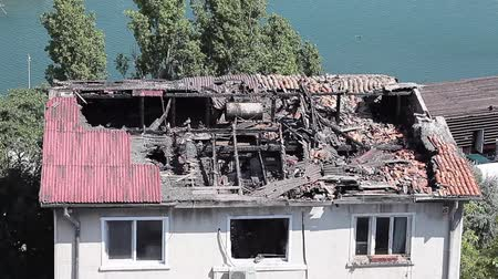 decadência : House destroyed by fire with the roof collapsed and the state of abandonment.