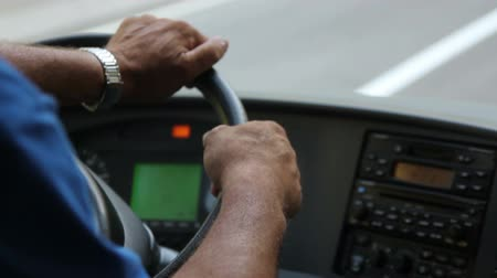 otobüs : arms of bus driver turns the steering wheel closeup Stok Video