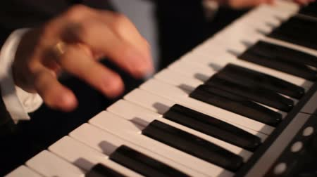 rock music : enjoying piano music