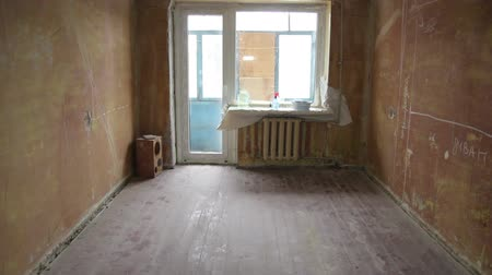 nowoczesne : Shot of empty bedroom before recondition