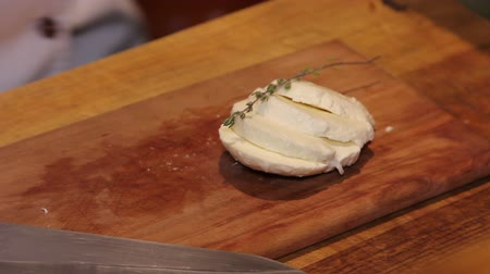 outlinable : mozzarella with spice stem