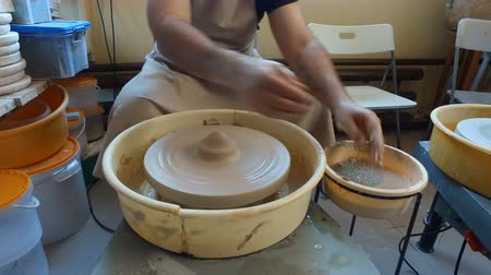 kamenina : making beautiful pottery Dostupné videozáznamy