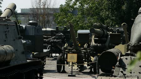 винты : KYIV, UKRAINE-July 18, 2018: Museum of military equipment and weapons in Kyiv. Стоковые видеозаписи