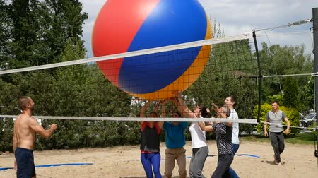 gigante : DNIPRO, UKRAINE-May 10, 2019: Beach Volleyball with huge ball. Game ball under sunlight and blue sky, May 10, 2019 in Dnipro, Ukraine Vídeos