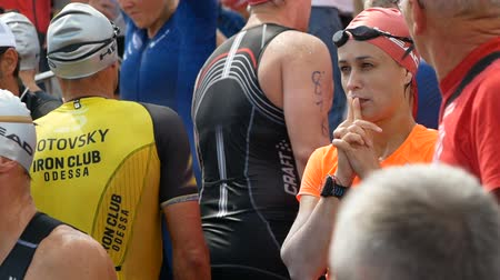 DNIPRO, UKRAINE-June 9, 2019: Dnipro Triathlon Festival, athletes are preparing for competition of swimming, June 9, 2019 in Dnipro, Ukraine Стоковые видеозаписи