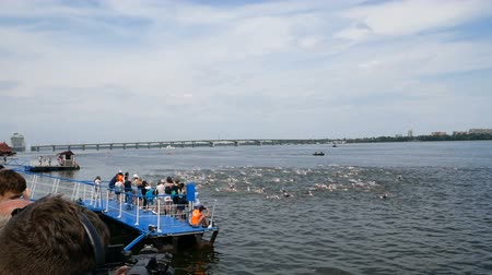 DNIPRO, UKRAINE-June 9, 2019: Dnipro Triathlon Festival, swimming competition, June 9, 2019 in Dnipro, Ukraine Стоковые видеозаписи