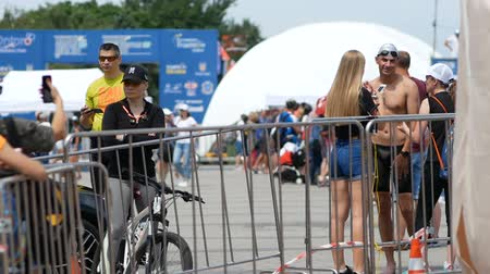 DNIPRO, UKRAINE-June 9, 2019: Dnipro Triathlon Festival, athletes running to cycling competitions, June 9, 2019 in Dnipro, Ukraine Стоковые видеозаписи