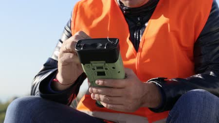 levelling : Cropped image of man working with geodetic equipment Stock Footage