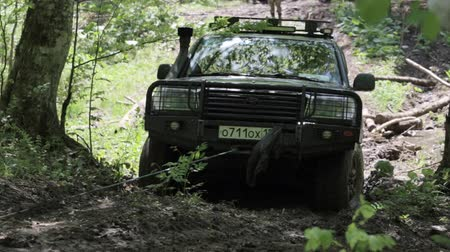 toprak : Expeditionary SUV got stuck in the mud in the forest.