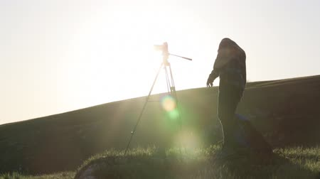 bald mountain : The photographer shooting with camera and tripod on the top of the hill. Stock Footage