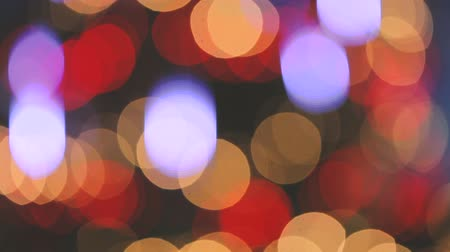 desfocado : Unfocused video of blurred Christmas tree lights Stock Footage