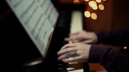 piyano : piano playing christmass