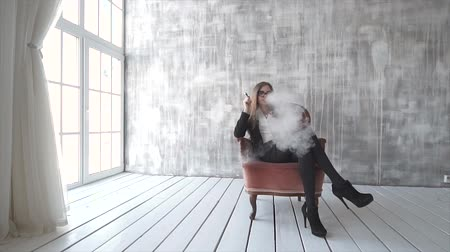 замена : slowmotion beautiful brunette smoke electronic cigarette
