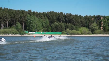 damarlar : UFARUSSIA - 10.07.2017: Motor boats compete in large water. The spirit of competition and sports victory. Race for the main prize