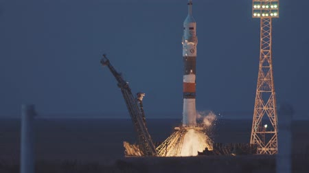 mekik : BAIKONUR, KAZAKHSTAN - JULE 28: Launch of the Soyuz FG MS-05 space rocket. The spacecraft launches into space, the astronauts fly away from planet earth for docking in the International Space Station
