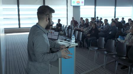 convenção : UFA RUSSIA - 04.04.2018: Person says about marketing and management for successful sales to college students indoors closeup. Professional ideas, politics or economy. Energy gesturing in large room. Vídeos