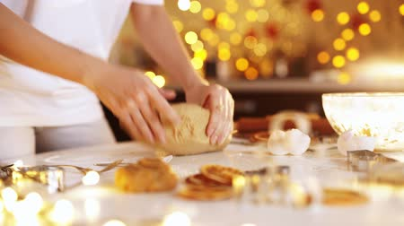 mutfak malzemesi : Gingerbread cookies preparation recipe, unrecognizable woman hands making dough with rolling pin on white kitchen table. Traditional homemade christmas dessert