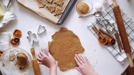 mézeskalács : Gingerbread cookies preparation recipe, unrecognizable woman hands making dough with rolling pin on white kitchen table. Traditional homemade christmas dessert