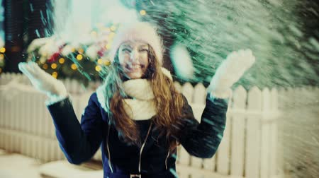 rüzgârla oluşan kar yığını : Winter Christmas Girl. Beautiful Woman Blowing Snow