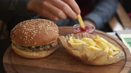hambúrguer : Set of classic american cheese burger and french fries in hands