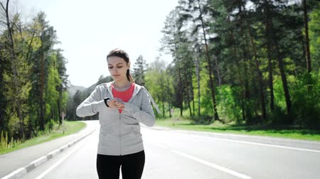 eszköz : Health sport young woman run and look wear smart watch device