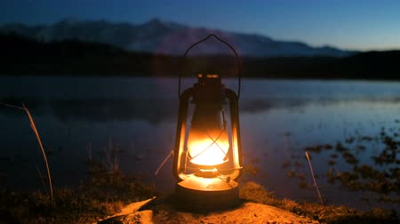 lampa naftowa : The old kerosene lantern hanging on Sunrise over Lake 4k