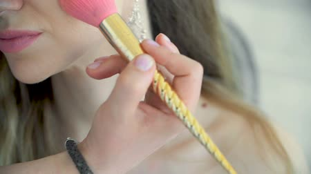 frekans : Guy paints a very beautiful girl with a pink tassel in the shape of a unicorn. Stok Video