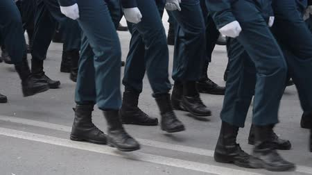 průvod : Legs on the March of the Military.