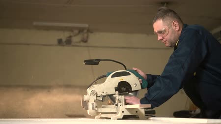 trombeta : The Worker in the Garage Cuts the Block and the Sawdust Slow Motion