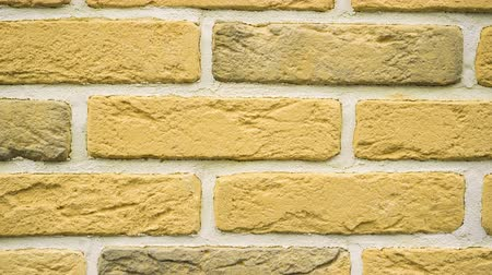 каменная кладка : Panorama of yellow decorative brick for home. Brickwork background. Figure block. Clear place for your isolated text pattern. Empty space for your title copy space. Copyspace logo to blank design.