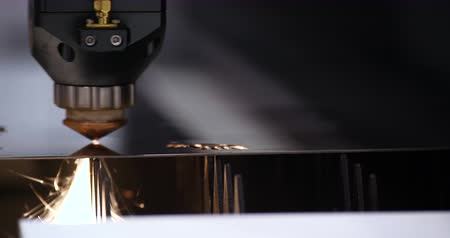 робот : Automatic Weld Laser Cut Machine Metalwork Closeup. Electronic Robotics Weld Spark Flashlight View. High Precision Technology Factory Lathe Steel Production Machinery Industrial Concept 4K Стоковые видеозаписи