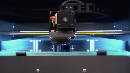 kontrolovány : 3D Printer Electronic Robot Production Time Lapse. Scientific Additive Technology Manufacture Closeup. Equipment Controlled Apparatus Industry Cyber Robotics Concept High Speed Footage Shot in 4K