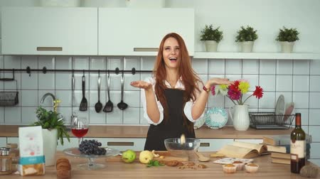 culinária : Playful Ginger Woman Have Fun at Kitchen Counter. Laughing Girl in Apron Toss Up Sliced Pear Fruit Slow Motion. Hostess Enjoy while Cooking Dinner at Home. Footage Shot Full HD 1080p Stock Footage